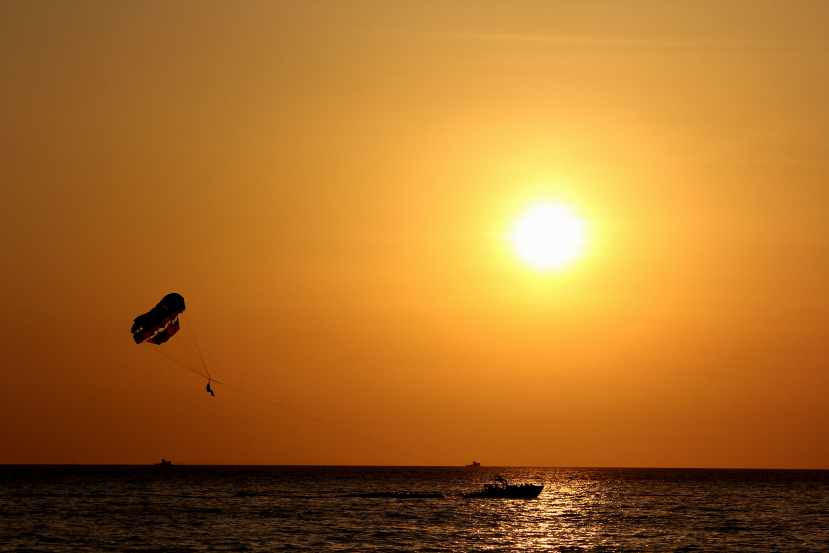 parasailing at pantai cenang