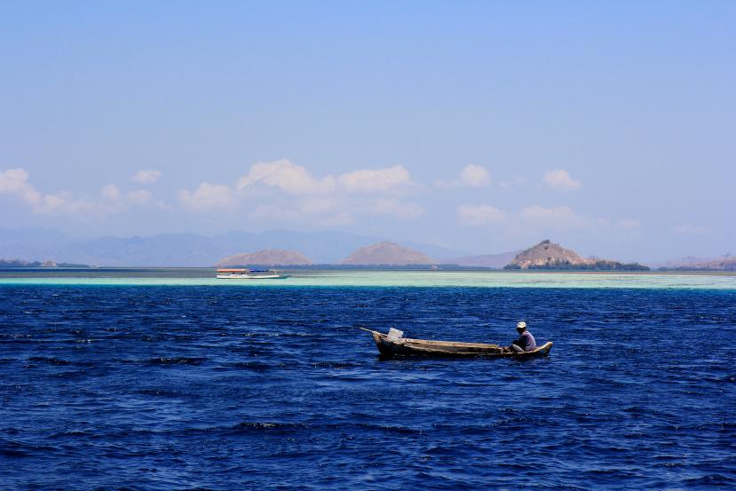fishing off rinca island