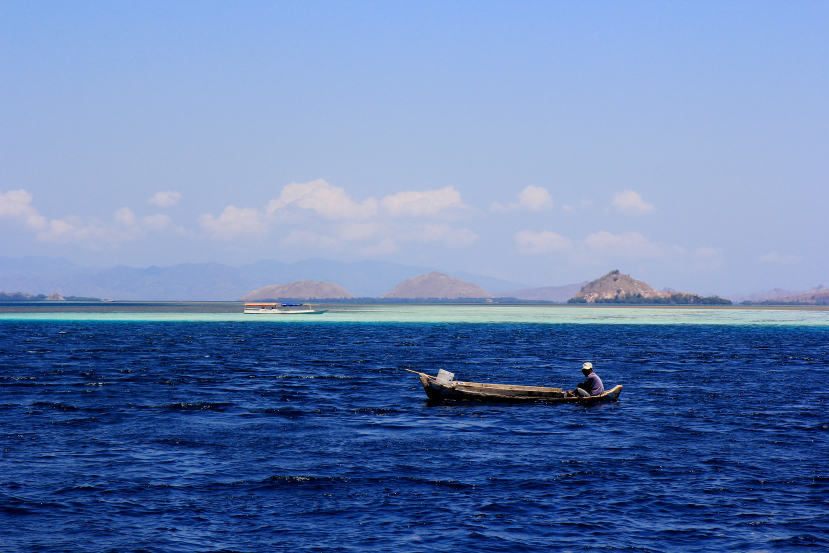 fishing off rinca island